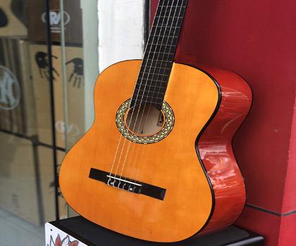 Đàn Guitar Suzuki CG 28