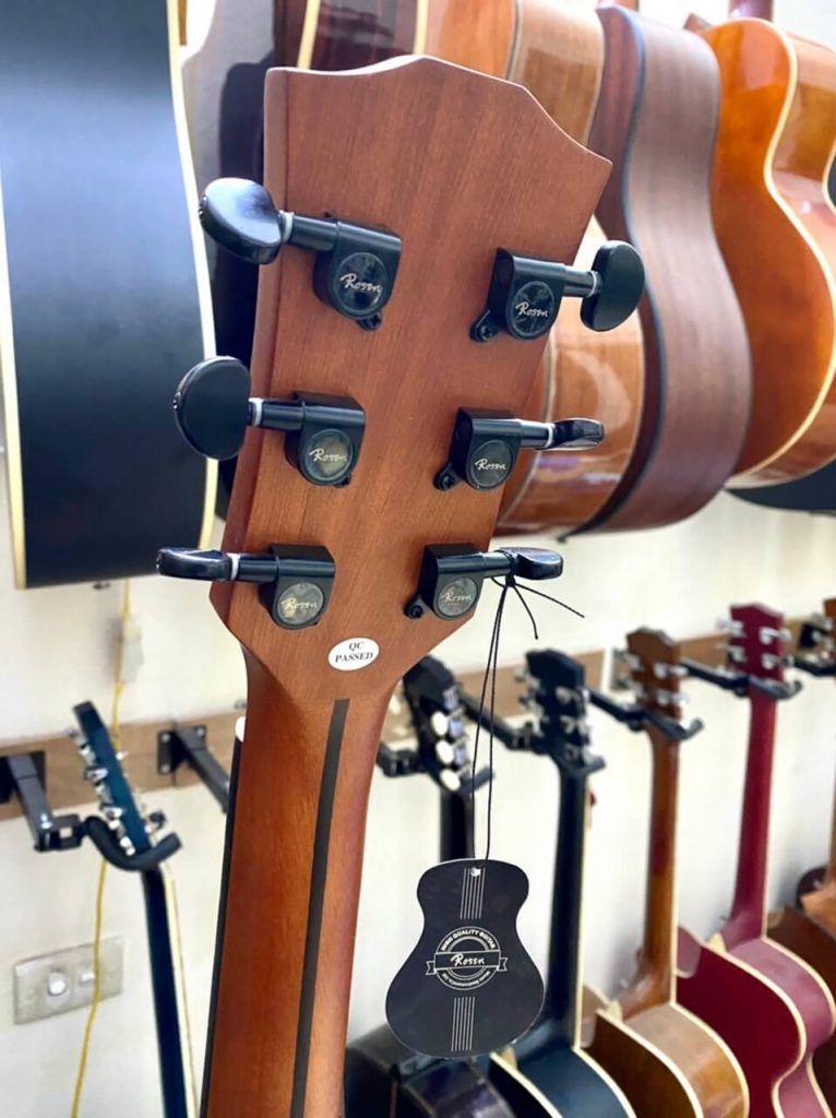 Mặt trên Lưng Bán Mua Bán đàn guitar Rosen G15 giá rẻ